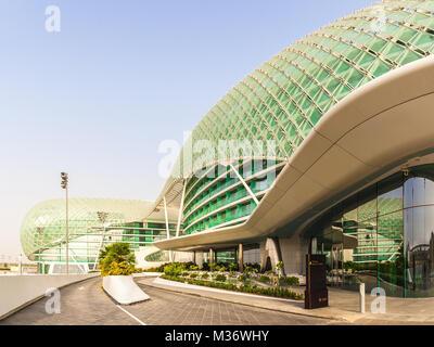 ABU DHABI, VAE - 13. Mai 2014: Der Yas Marina Formel 1-Grand Prix-Rennstrecke. Inmitten einer Marina, mit innovativem - Stockfoto