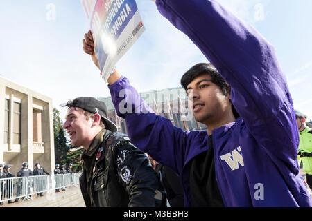Seattle, Washington, USA. 10. Februar, 2018. Junge Männer schreien auf der gegnerischen Seite während die Student - Stockfoto
