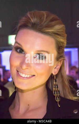 Katja Kühne (Bachelor 2014 Gewinnerin) auf dem roten Teppich Galaveranstaltung - LB Films Gala 2015 - im Hotel Sofitel - Stockfoto