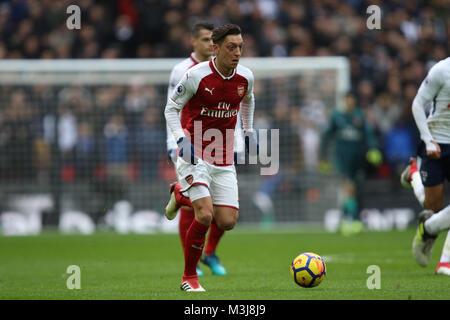 London, Großbritannien. 10. Februar, 2018. Mesut Ozil (A) an der Englischen Premier League football Match zwischen - Stockfoto