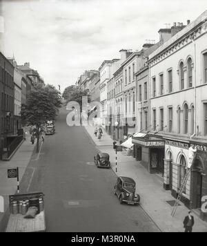 1950er Jahre, historische Ansicht von Shipquay Straße, Derry, Nordirland, zeigt die Derry Standard Druckereien und - Stockfoto