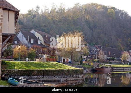Das hübsche Dorf von Beaulieu-sur-Dordogne in Frankreich - Stockfoto