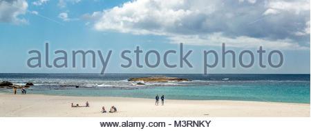 Ein Strand in der Nähe von Kapstadt, Südafrika. Die Strände von Cape Provinz sowohl im Atlantik, im Indischen Ozean. - Stockfoto