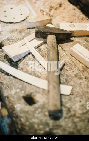 Der alte Zimmermann manuelle Werkzeuge in einer alten ...