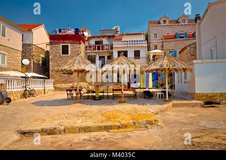 Prvic Luka waterfront Architektur, Archipel von Sibenik Dalmatien, Kroatien - Stockfoto
