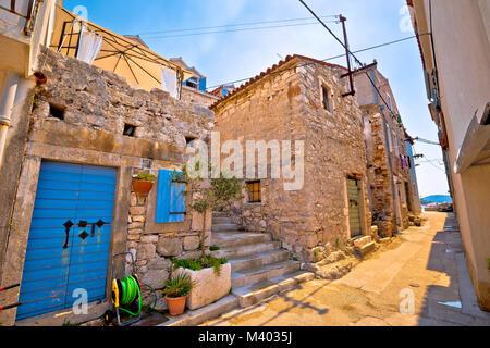 Farbenfrohe mediterrane Stein Straße der Insel Prvic, Archipel von Sibenik Kroatien - Stockfoto