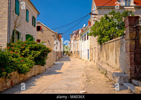 Prvic Luka bunten mediterranen street view, Archipel von Sibenik Dalmatien, Kroatien - Stockfoto