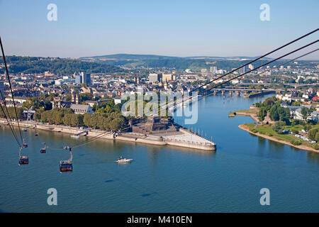 Seilbahn von der Festung Ehrenbreitstein auf Deutsche Eck (Deutsches Eck), Treffpunkt von Mosel und Rhein, Koblenz, - Stockfoto