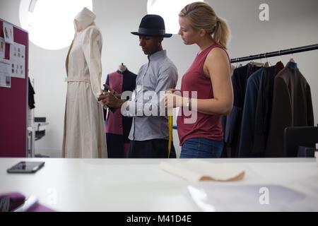 Fashion Designer bei Abholung. - Stockfoto