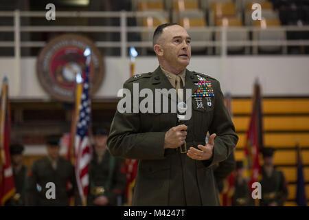 Us Marine Corps Generalmajor John K. Liebe, Kommandierender General, 2nd Marine Division (2d MARDIV), gibt seine - Stockfoto