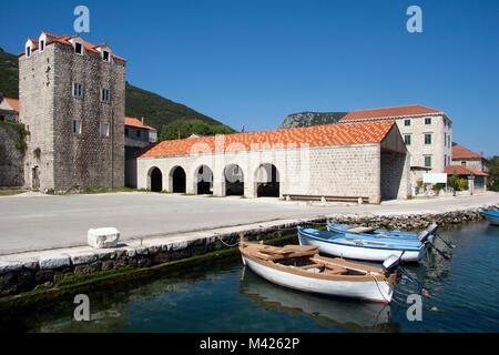 Dorf in der Nähe von Mali Ston Dubrovnik auf der Halbinsel Peljesac in Kroatien - Stockfoto