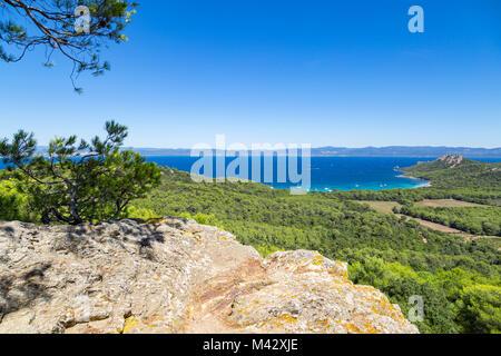 Blick von oben auf die Ile de Porquerolles (Ile de Porquerolles, Hyeres, Toulon, Var, Provence-Alpes-Cote d'Azur, - Stockfoto