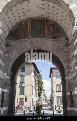 Die Kirche Santa Maria Forisportam in Lucca, Italien - Stockfoto