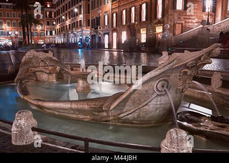 Rom, Fontana della Barcaccia in Piazza di Spagna bei Nacht - Stockfoto