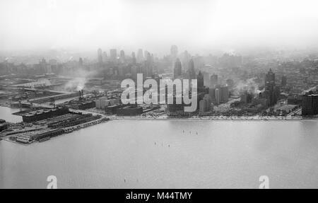 Luftaufnahme von streeterville Abschnitt von Chicago mit dem Navy Pier auf der linken Seite, Ca. 1945. - Stockfoto