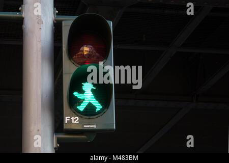 Grüne Ampel für Fußgänger, Berlin, Deutschland - Stockfoto