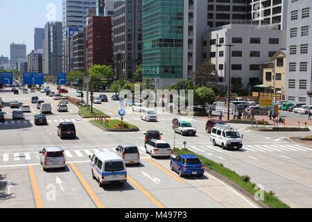 NAGOYA, Japan - 28. April: Leute fahren in dichtem Verkehr am 28. April 2012 in Nagoya, Japan. Mit 589 Fahrzeugen - Stockfoto