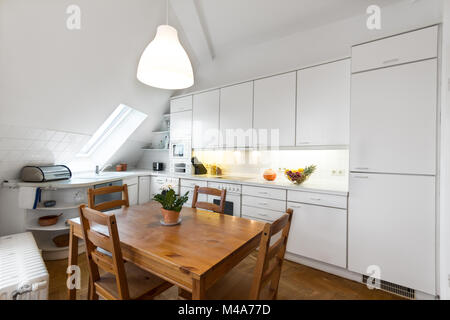 sch ne k che in einer modernen wohnung stockfoto bild 76026231 alamy. Black Bedroom Furniture Sets. Home Design Ideas