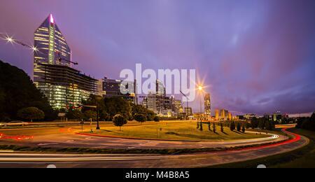 Die Innenstadt von Charlotte, North Carolina USA bei Sonnenaufgang - Stockfoto