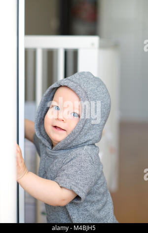 Baby Boy mit Laufen lernen - Stockfoto