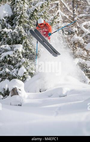Männliche freeride Skifahrer Skifahren, Zauchensee, Salzburg, Österreich - Stockfoto