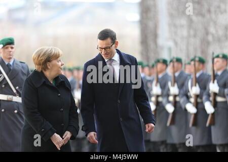 Berlin, Deutschland. 16 Feb, 2018. Bundeskanzlerin Angela Merkel empfängt den Premierminister der Republik Polen, - Stockfoto