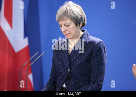 Berlin, Deutschland. 16 Feb, 2018. Berlin: Theresa May auf der Pressekonferenz in Berlin Credit: Simone Kuhlmey/Pacific - Stockfoto
