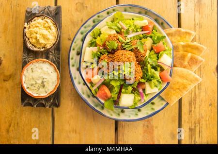 Vegane Falafel Salat - Stockfoto