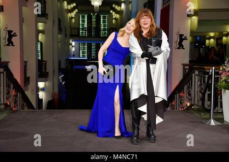 """Berlin, Deutschland. 16 Feb, 2018. Patricia Clarkson und Isabel Coixet die Teilnahme an der """"Bookshop"""" Premiere - Stockfoto"""