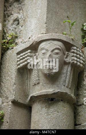 Steinbildhauerei im 13. Jahrhundert Corcomroe Abbey, County Clare, Irland. - Stockfoto