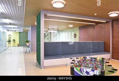 fotos von innenräumen des büroraums polizeistation innenraum tabelle fußball in einer großen büroraum innenraum der mitarbeiter rest zimmer im modernen büro des