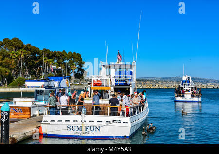 Touristen Board ein Fischerboot bei Dana Point Harbor in der orange Grafschaft, Ca. - Stockfoto