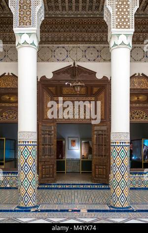 Säulen vor dem Eingang in das Museum von Marrakesch, Marrakesch, Marokko Marrakesh-Safi - Stockfoto