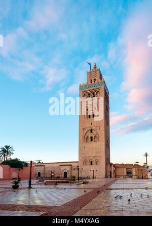 12. jahrhundert Koutoubia Moschee bei Sonnenuntergang, Marrakesch, Marokko Marrakesh-Safi - Stockfoto