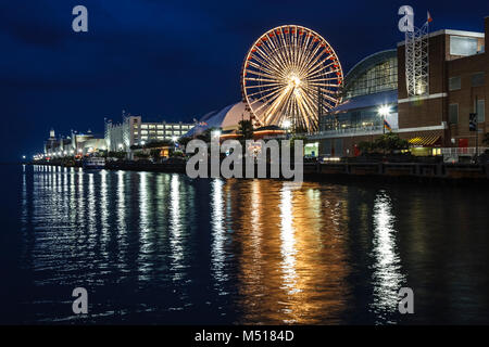 Riesenrad und Navy Pier, Chicago, Illinois USA - Stockfoto