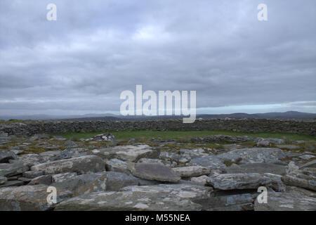 Knockdrum Stein Fort, Castletownshend, West Cork, 19. Februar, 2018. Wetter: Eine feine noch abends nach einem sonnigen - Stockfoto