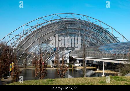 Glashalle und gläserne Tunnel der Leipziger Messehallen, Neue Messe, Leipzig, Sachsen, Deutschland - Stockfoto