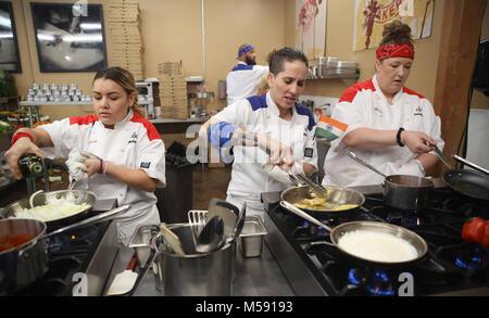 Hells Kitchen V L Teilnehmer Jen Gavin Corey Earling Christina Machamer Louis Petrozza Tag 12 Staffel 4 Stockfotografie Alamy
