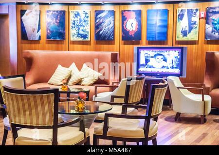 MIMO Dekor Kunstwerke übermalten Fotografien spanischer Künstler Dario Basso Kirsche Holz Wand Panel Stühle Möbel - Stockfoto