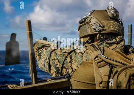 Us Marine Corps Kapitän Cory Moyer, ein platoon Commander mit dem Maritimen Raid-Kraft, 26 Marine Expeditionary - Stockfoto