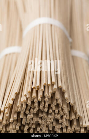 Japanische raw Soba-nudeln bundles Nahaufnahme - Stockfoto