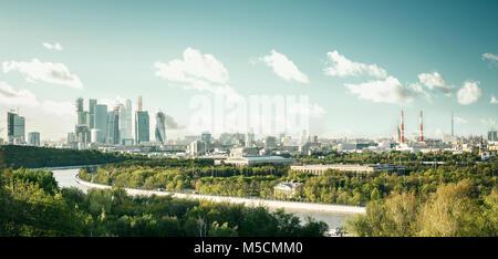Panoramablick auf die Stadt Moskau von Sparrow Hügeln, Russland - Stockfoto