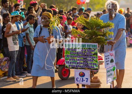Goa/Indien - Feb 12 2019: Karneval Umzugswagen und Kostüm Party in Goa, Indien - Stockfoto