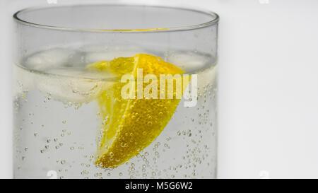 Close-up ein Gin und Tonic in einem Glas tumbler - Stockfoto