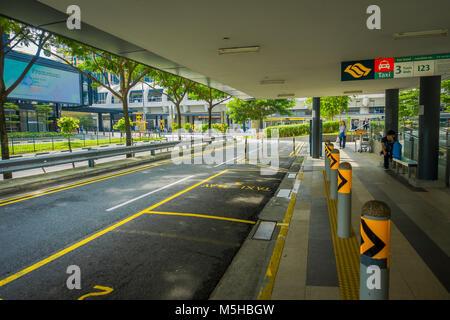 Singapur, Singapur - Januar 30, 2018: Im freien Blick auf den Parkplatz an der Außenseite eines Gebäudes mit einigen - Stockfoto