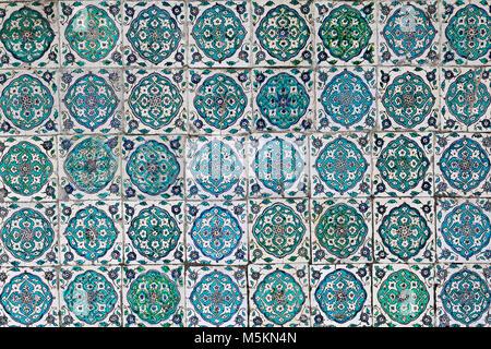 Fliesen an den Wänden der Topkapi-Palast in Istanbul, Türkei. - Stockfoto