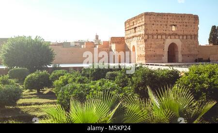 El Badi Palast ist leer und mit Wasser jetzt in Marrakesch an einem sonnigen Tag gesehen - Stockfoto