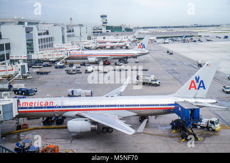 Miami Florida International Airport MIA Gatebereich Asphalt Verkehrsflugzeug der American Airlines - Stockfoto