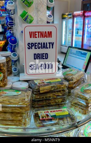 Vietnamesische getrocknete Meeresfrüchte an der Hong Ngoc Zentrum für behinderte Menschen, ein überteuertes Touristen - Stockfoto