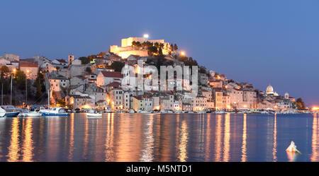 Sibenik Altstadt bei Nacht, Kroatien - Stockfoto